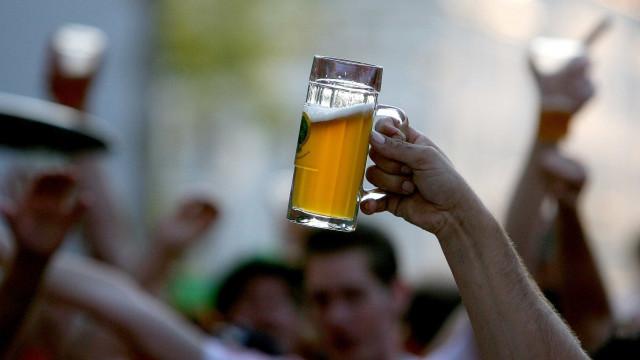 Deputados do Paraná aprovam volta de cerveja aos estádios
