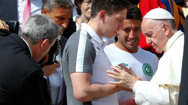 Delegação da Chapecoense é recebida pelo Papa no Vaticano