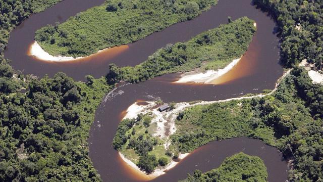 Após polêmica, Amazonas autoriza garimpo ao longo do rio Madeira