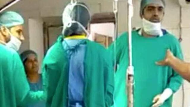Médicos brigam em hospital na Índia e bebê acaba morrendo no parto
