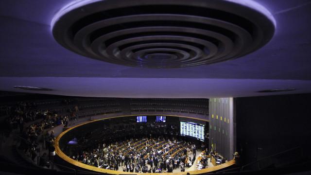 Bolsonaro e Magno Malta lideram votação popular