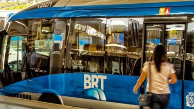 Homem é preso após assediar sexualmente passageira em BRT no Rio