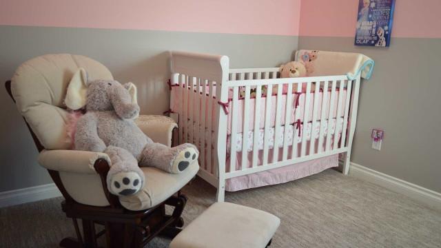 Bala perdida entra em apartamento e vai parar ao lado do berço de bebê