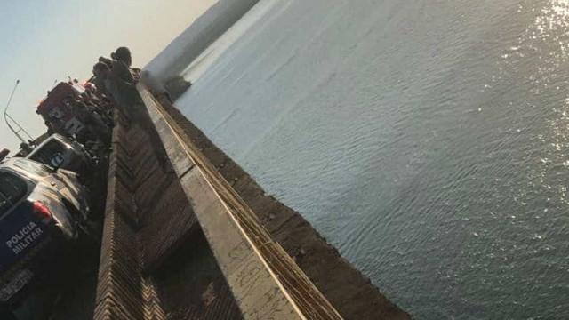 Gari é resgatado após cair em golpe e tentar pular de ponte