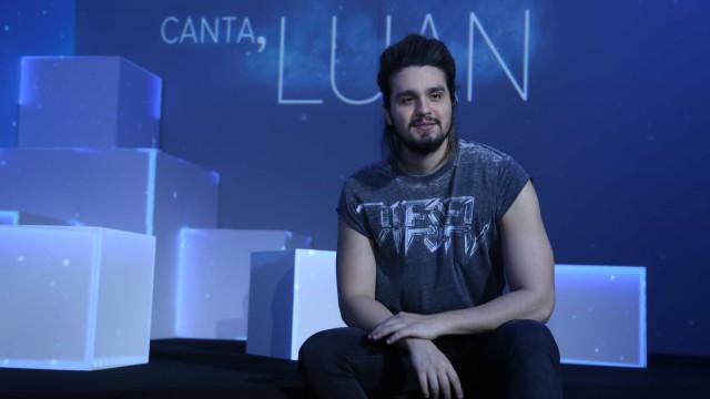 Luan Santana cai no palco durante show, mas passa bem