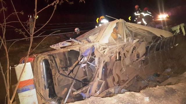 Ônibus envolvido em acidente na BR-146 estava superlotado, diz delegada