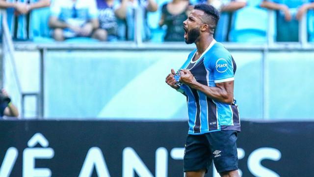 Grêmio faz 5 no Sport e se aproxima do Corinthians