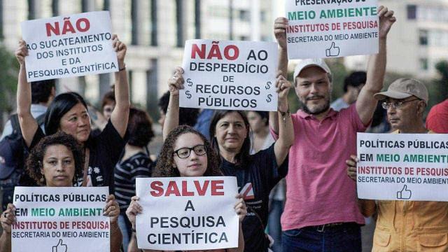Pesquisadores marcham na Paulista contra cortes de Temer na ciência