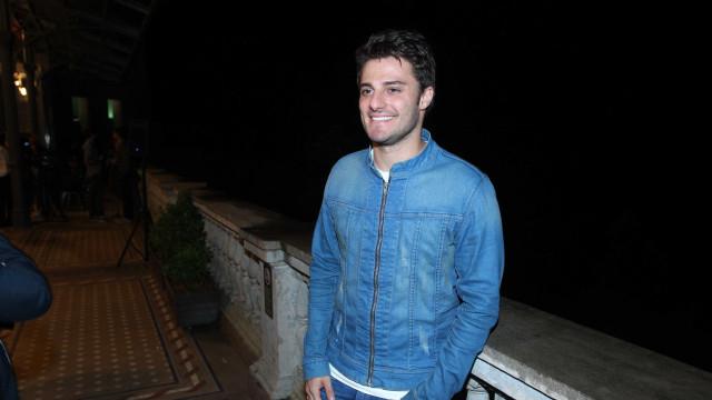 Após assumir namoro com ator, Hugo Bonemer comenta: 'Um ato simples'
