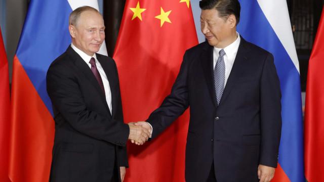 Rússia e China acordam buscar desnuclearização da Coreia do Norte