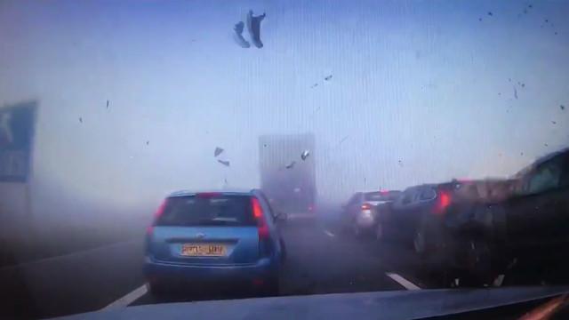 Neblina causa acidente assustador na Inglaterra