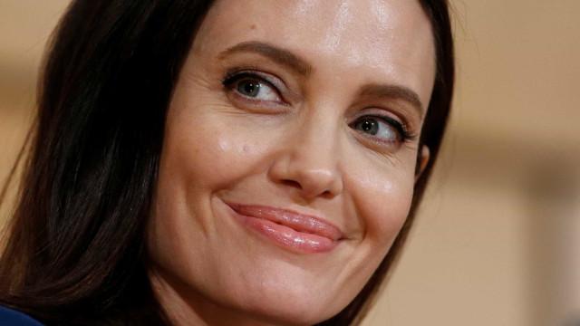 Após pausa na carreira, Angelina Jolie diz que vai voltar a atuar