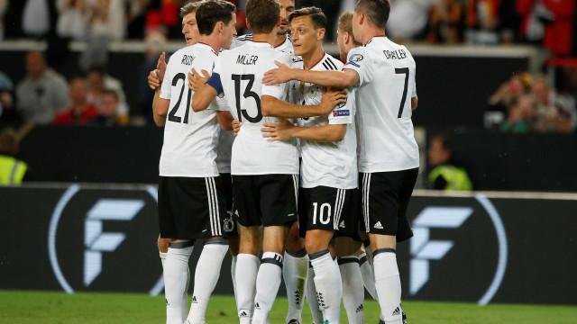 Alemanha goleia a Noruega e fica a um empate da Copa do Mundo