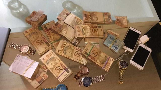 Operação da PF apreende R$ 425 mil e US$ 149 mil do tráfico
