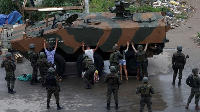 Secretário: Rio escolheria dinheiro à presença das Forças Armadas