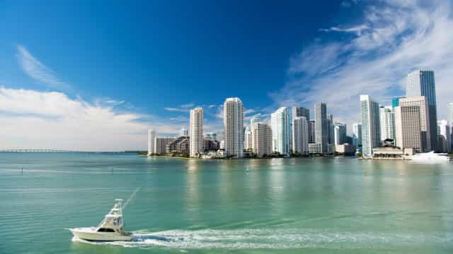 Menina morre após cair de varanda de cruzeiro em Miami