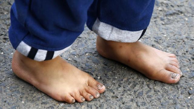 Pai tortura filho de 3 anos e coloca pimenta em partes íntimas em AL