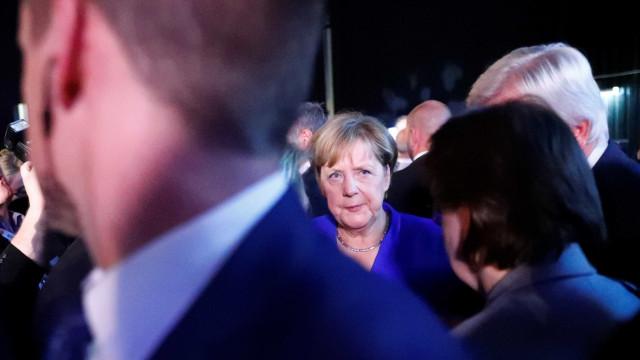 Em campanha eleitoral, Merkel é 'atacada' com tomates