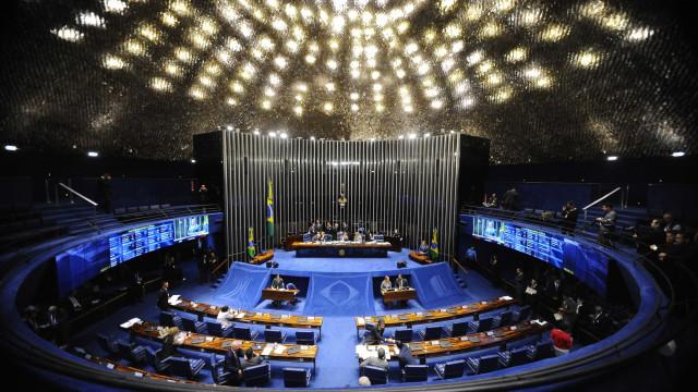 Senado aprova texto-base que cria fundo eleitoral
