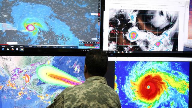 Furacão Irma chega ao Caribe com força máxima e ventos de 295 km/h