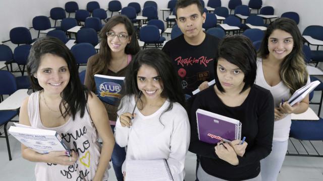 Site disponibiliza bolsas de estudos em 500 mil cursos no país