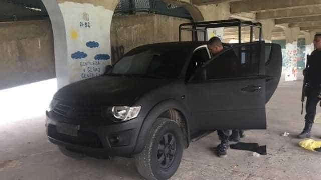 'Viatura clonada' é encontrada dentro de escola por policiais no Rio