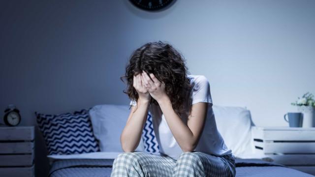 Festas de fim de ano podem trazer solidão e tristeza, diz especialista