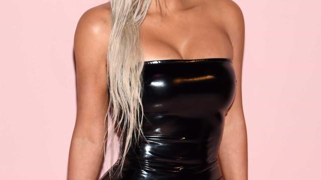 Kim Kardashian causa polêmica por causa de máscara de Halloween