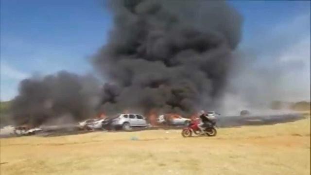 Incêndio destrói 19 carros em evento de música eletrônica em Goiânia