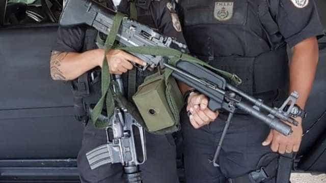 'Metralhadora do Rambo' apreendida em favela do Rio é de brinquedo