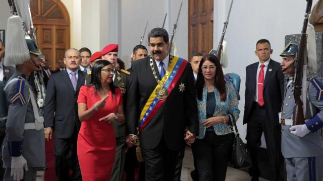 Maduro diz que pode se tornar 'ditador' pela 'paz na economia'