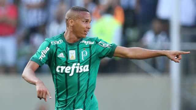 Com dois a menos, Palmeiras segura empate com Atlético-MG