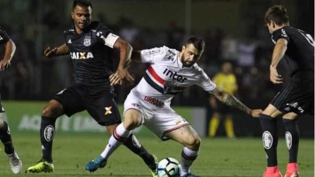 São Paulo faz 2 a 0, mas se complica com expulsão e empata com a Ponte