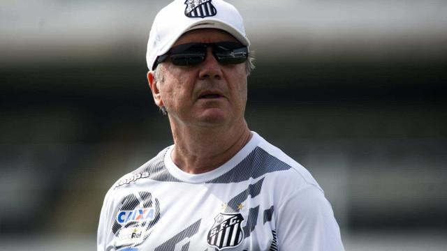 Após derrota no clássico, Santos demite o técnico Levir Culpi