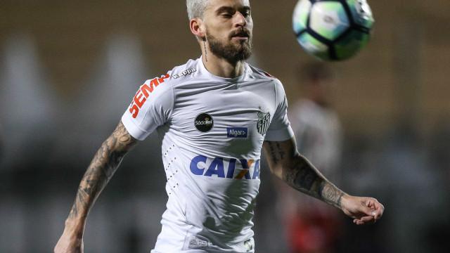 Santos vence o Corinthians por 2 a 0 e deixa o Brasileirão 'aberto'
