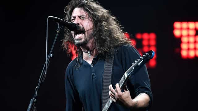 Foo Fighters lidera parada Billboard 200 com álbum 'Concrete and Gold'