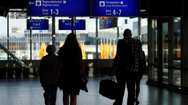 Aeroporto de Frankfurt sofre ataque de gás