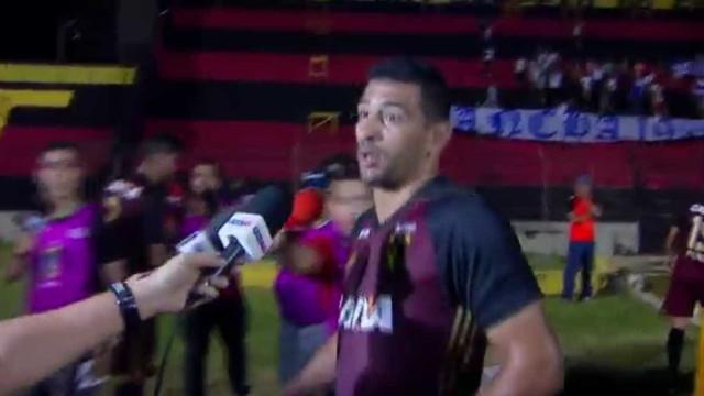 Diego Souza se irrita com repórter ao ser abordado após derrota; veja