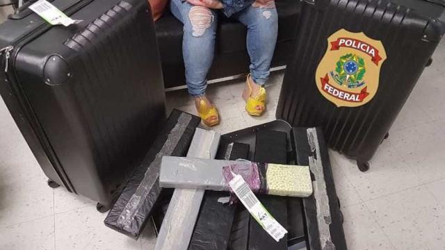Mulher vinda de Lisboa é presa com 45 mil comprimidos de ecstasy