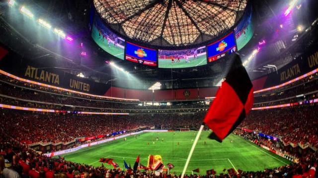 Clube dos EUA estreia estádio incrível que custou US$ 1,5 bilhão; vídeo