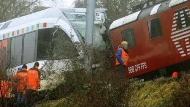 Colisão entre trens deixa pelo menos 30 feridos na Suíça
