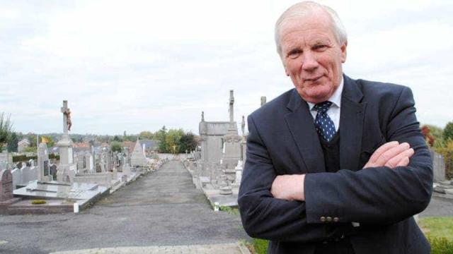 Político belga encontrado degolado em cemitério