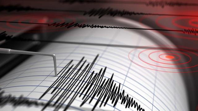 Sismo de magnitude 5,5 atinge o Irã próximo de uma usina nuclear
