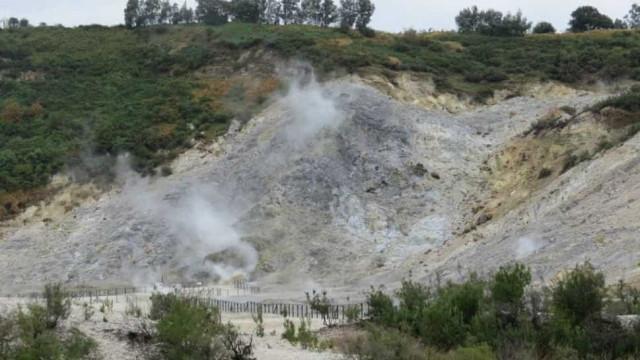Família morre após cair em cratera de vulcão na Itália