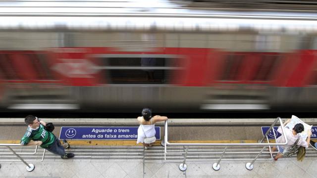 Criança morre atropelada por trem enquanto brincava com irmão em vagão
