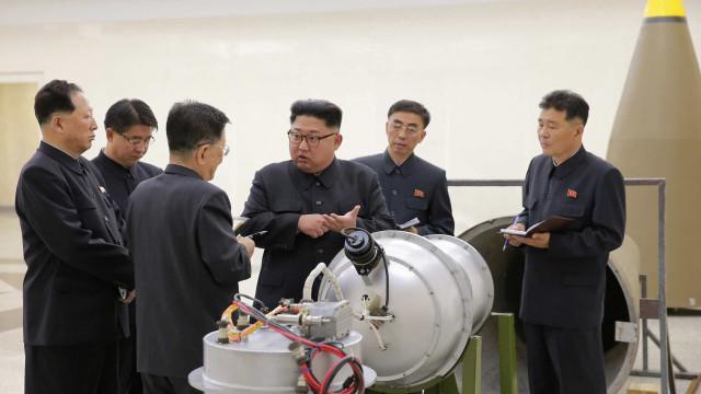 Coreia do Norte dispara míssil que sobrevoa Japão