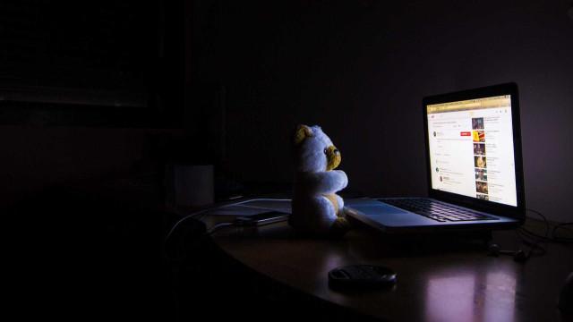 Homem é condenado por divulgar 300 mil arquivos de pornografia infantil
