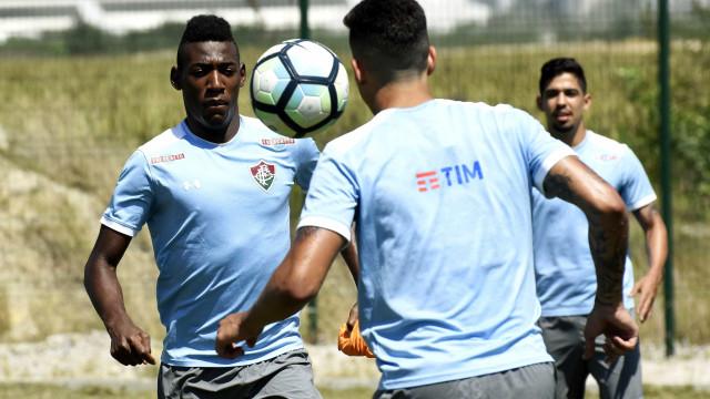 Atlético-PR e Fluminense fazem confronto direto por Libertadores