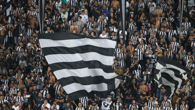 Botafogo domina, ganha por 2 a 0 e encerra invencibilidade do Santos