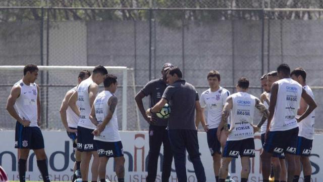 Brasileiro tem briga no Z4; líder Corinthians enfrenta o Vasco em SP